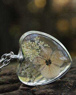 Serce z szarym kwiatem