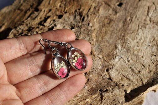 Kolczyki z różowym kwiatkiem