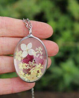 Bordowa Werbena i jasne kwiaty