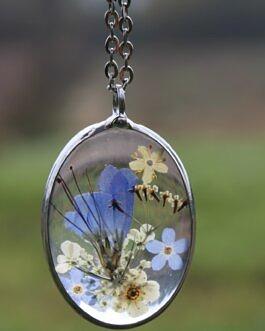 Owalny z niebieskimi kwiatami