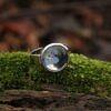 Mały pierścionek z kwiatem Niezapominajki