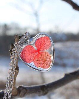 Szklane Serce z Czerwoną Hortensją